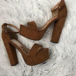 Fashion Nova tan Chunky heels Size 5.5 fit like  6